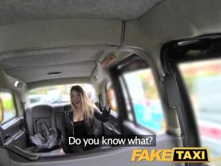 Helyi nymphomániás akarja a farkát hamis taxibe