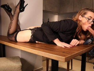 Sexy sekretárka zvedie šéfa