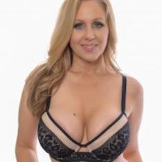 Ann Julia gwiazda porno