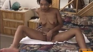 Ebony teases in the bath then gives a good blowjob