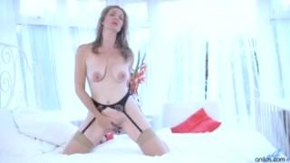 Seductive milf stretches her vagina