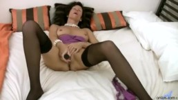 Eager cougar pussy stroking