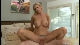 Horny MILF Brooke Tyler invites landscaper inside for rough-sex