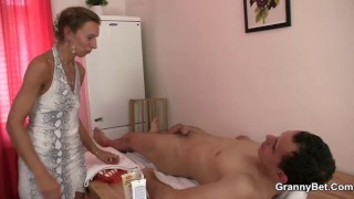 bbw massage leads to cock savagely and to milf home video