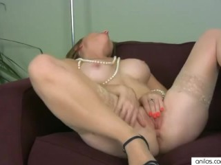 Real orgasm for mature mom