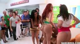 Pornstar fout la fête du collège en l'air