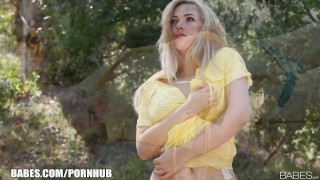 Sophia Knight strips & rubs herself to orgasm outside Shaved licking