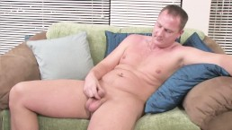 Dad-bod amateur wanks on couch