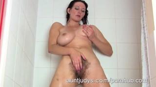 Super hot Milf Vanessa takes a hot shower