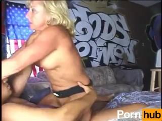 Hot Amateur MILFs 5 - Scene 4