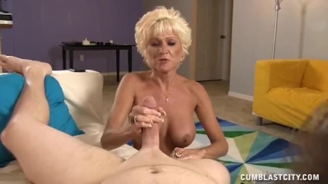 Mature Lady Wants A Massive Cumshot - 13