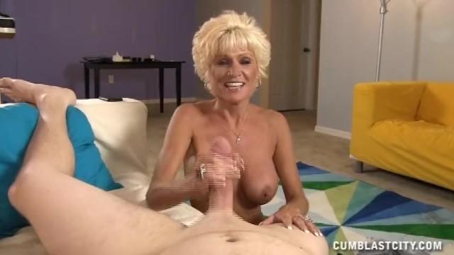 Mature Lady Wants A Massive Cumshot - 14