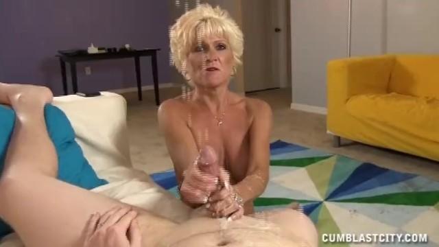 Mature Lady Wants A Massive Cumshot - 15