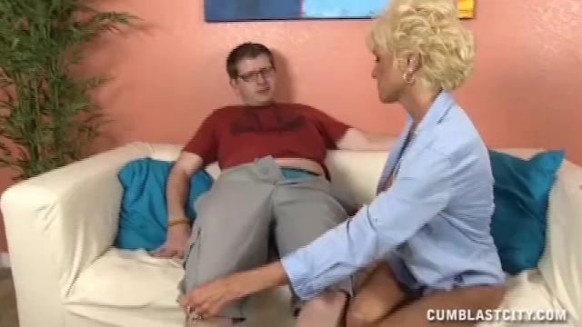 Mature Lady Wants A Massive Cumshot - 5