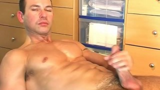 A cute swimmer guy get wanked ! porno