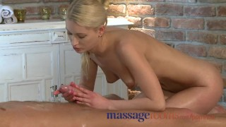 Masasge Rooms Horny Blonde has squirting good time with muscular guy