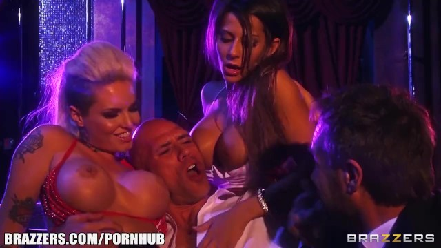 Double penetration with creampie