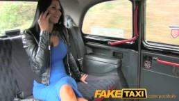 FakeTaxi - Sexhungrige Karrierefrau in der Mittagspause