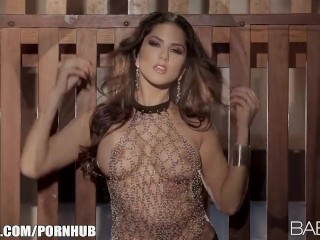 Seductive Indian beauty strips down and fingers her pink pussy
