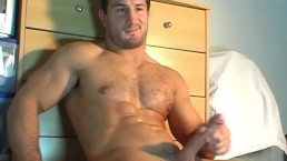 Straight french hunk get wanked his enormous dick by a gay guy !