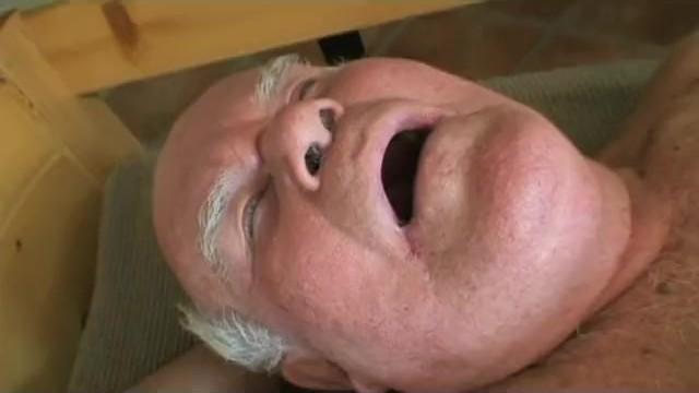старик трахает молодую в туалете - 4