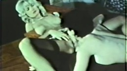 Lesbian Peepshow Loops 586 70s and 80s - Scene 3