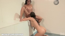 Kaylani gets eaten out in the shower until she cums