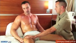 Adam, a mature sport guy et sucked his hard cock by a guy in spite of him !