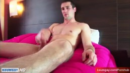 Guillaume, a real french straight guy serviced by a guy in spite of him !