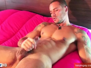 Sport guy serviced: this latino guy get wanked his huge cock by a guy !