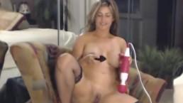She Rubs her Vibtator on her Clit till she Orgasm