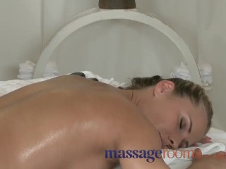 Massage Rooms Sexy Zuzana gets double attention in bisexual threesome