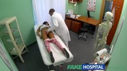 FakeHospital - Une fille qui ne prends pas la pilule se penche pour le docteur