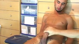 Full video: 16 mns! Ilman a very sexy arab guy get wanked his huge cock !