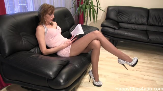 Sexy fetish clips - Mature tall woman nice high heels dangling