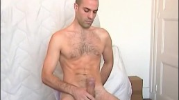 A real handsome swimmer guy serviced his huge cock by a gay guy !