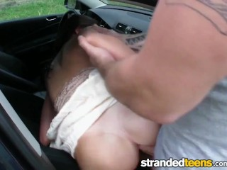 Stranded Teens – Teen Elisabeth needs a ride