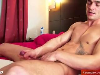 Straight guy horny!