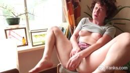 Sweet Rosie Masturbating Her Snatch Hard