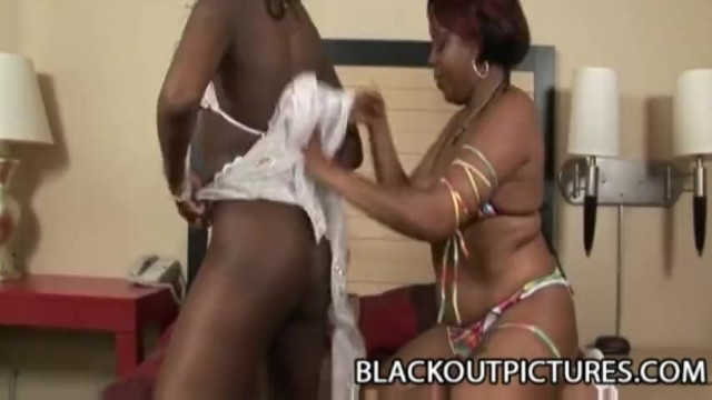 Miss Suckable and Amile Waters: Black Girl On Girl Lesbian Sex - 5