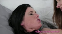 Lesbea Eufrat gives her freckled girlfriend an orgasmic finger fucking