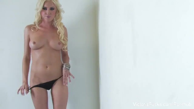 Sexy Victoria White Rubs Her Pussy - 8