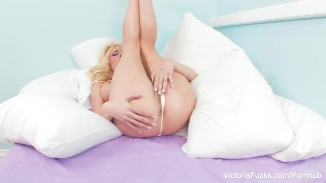 Victoria White fingers her put pussy - 10