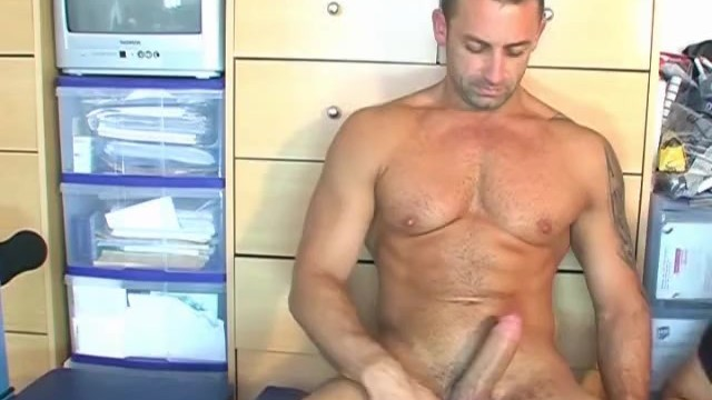 Renato serviced his big cock ! - 12
