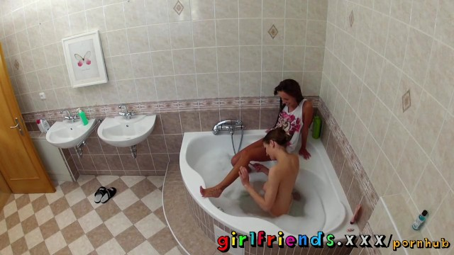 Girlfriends wash hair in bath and make hot pussy eating sextape - 3