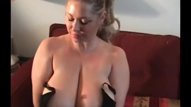 Sam 38G Plays With Her Nipples - 4