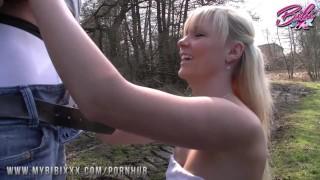 BibiXXX - Kleine blonde Bibi auf dem Feldweg gefickt