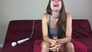 Webcam girl gets pussy eaten then shaves legs in bathtub