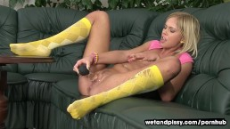 Blonde dives in her piss