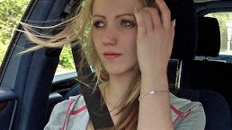 Stranded Teens - Giovane Bionda Europea ha bisogno di un passaggio